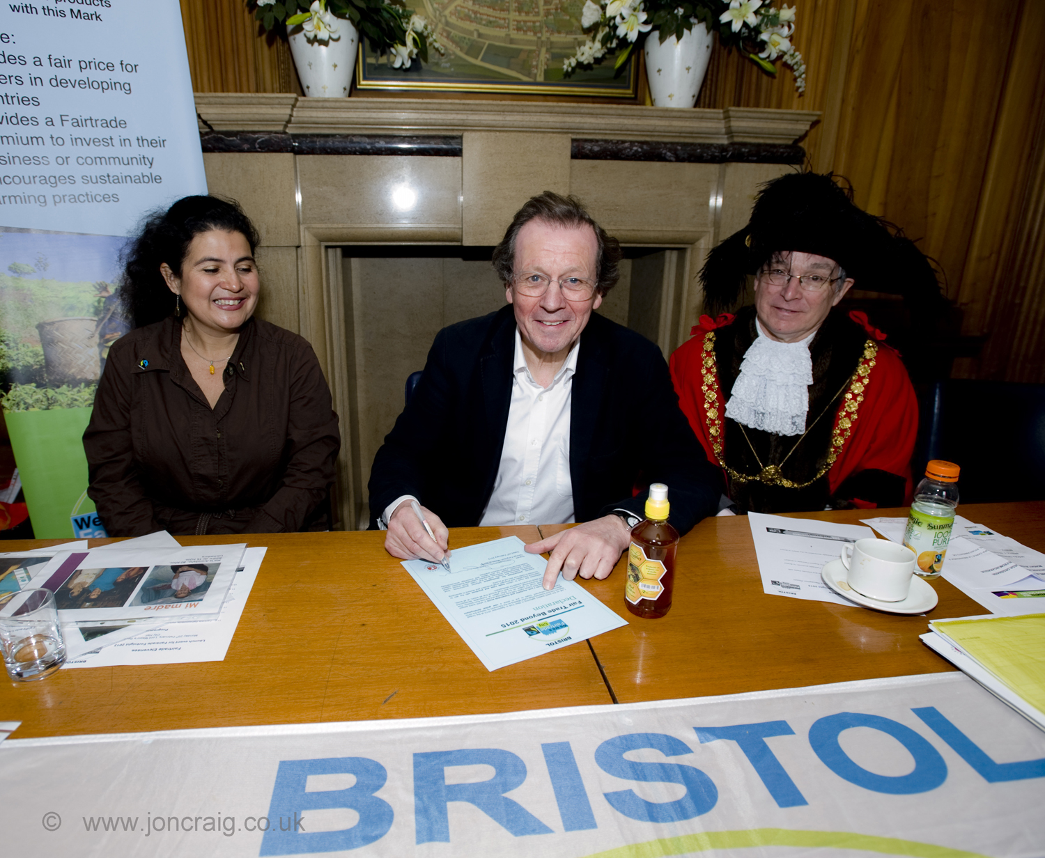 Bristol Mayor Ferguson signs declaration to put Fairtrade at heart of the city